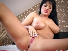 Naturally Curvy MILF plays with toys