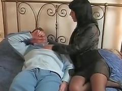 brunette sædsprut european milf moden mamma kone blowjob strømper facial