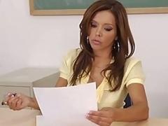 brunette puling hardcore moden lærer leksjon strømper scene gammel og ung