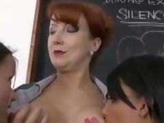 brunette moden tenåring rødhårete lesbisk fetish nylon